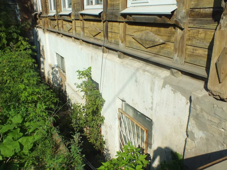 закопанные дома