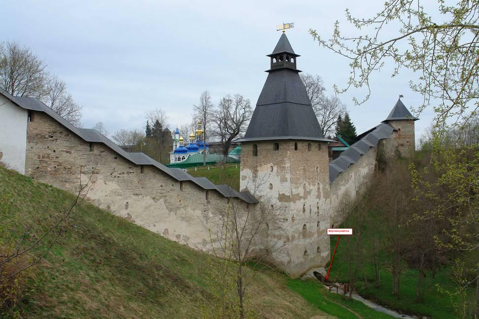 Башня верхних решёток. Печорская крепость.