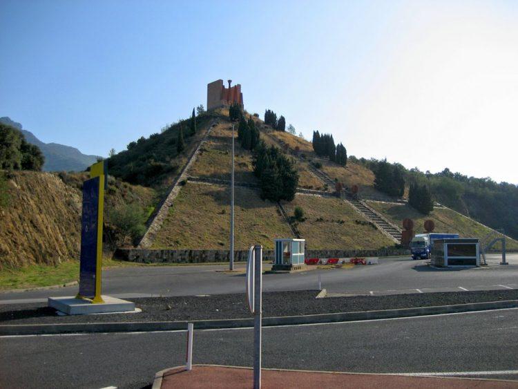 TART_F_frantsiya-piramida-le-pertus-pod-