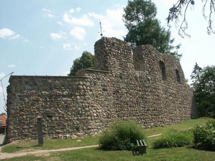 Замок Алуксне