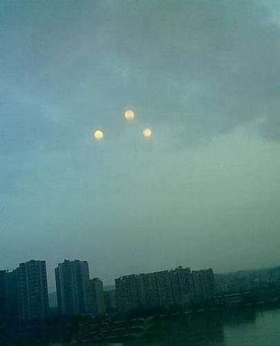 Явление, снятое очевидцем на камеру сотового телефона в Китае.