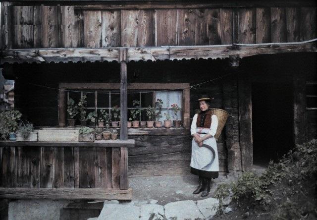 Австрия. Местечко Хейлигенблут. Женщина с серпом и корзиной. 1929г.