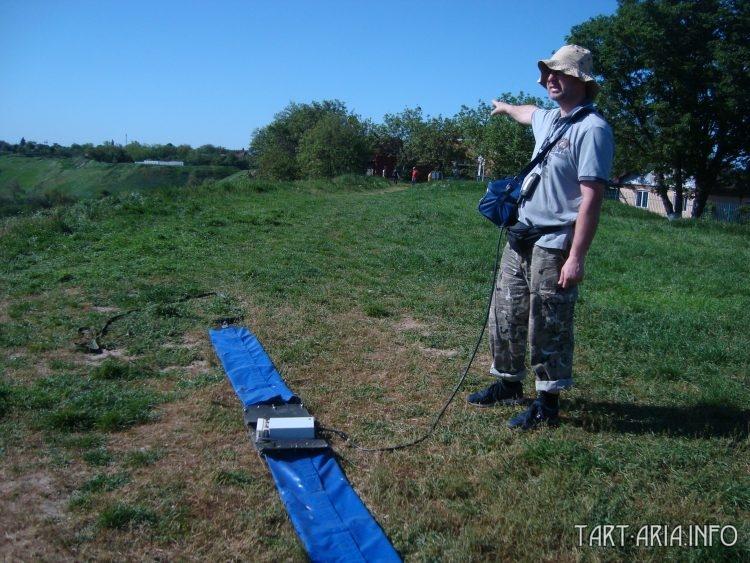 Геофизик Дмитрий Горкин руководит георадарной съёмкой