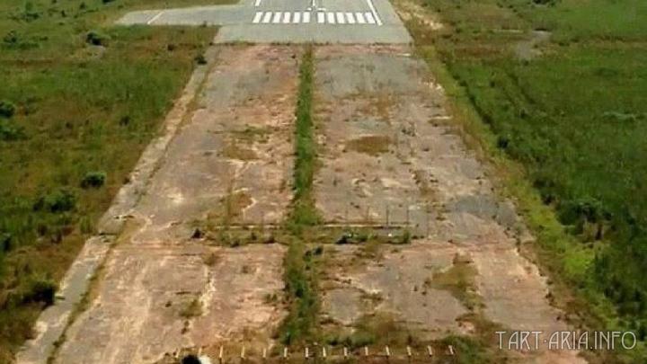 Взлётно-посадочная полоса международного аэропорта Юндум близь столицы Гамбии Банжул