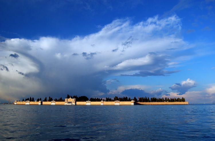 Остров Святого Михаила Архангела в Венеции (Италия) Photo by Mario Vercellotti (vermario)