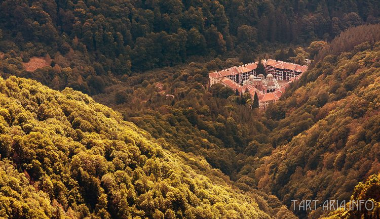 Рис. 11. Рильский монастырь, Болгария. Вид сверху.