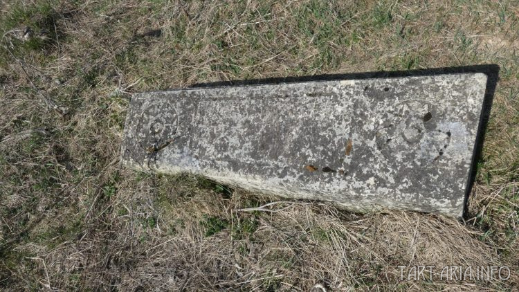 Надгробие с солярными символами