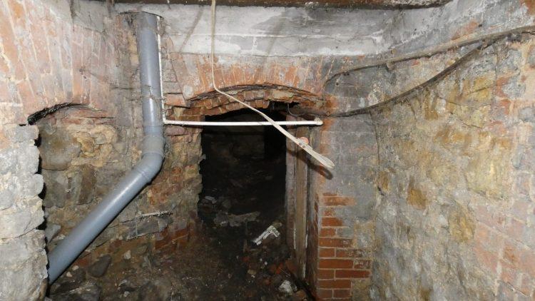 Подвал старинного дома