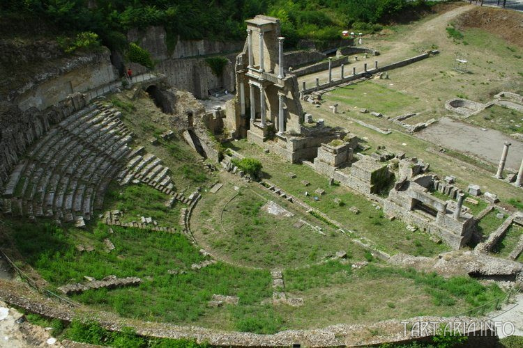 Руины древнего театра в Вольтерре