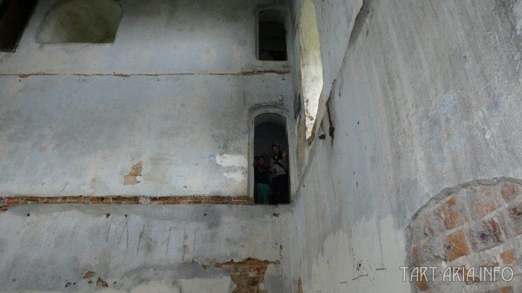 Внутри дома охраны