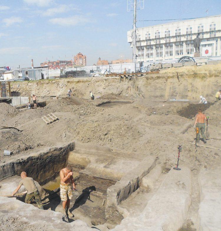 Раскопки на площади Ленина в 2012-2013 годах