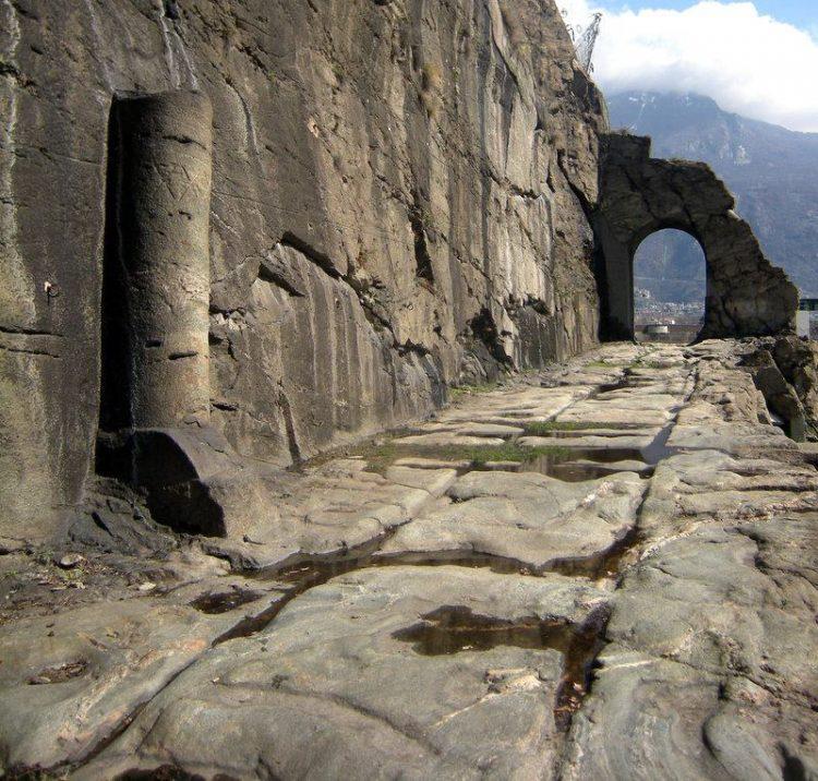 Руины римской дороги, Доннас (долина Аоста), Италия. Источник