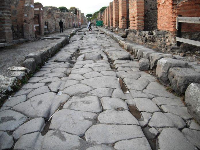 Дорога в Помпеях. Источник