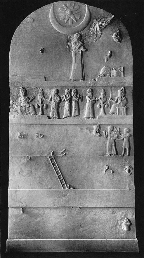 Каменная плита из Шумера, с изображением некого Ur-Nammu и символа полумесяца и звезды.